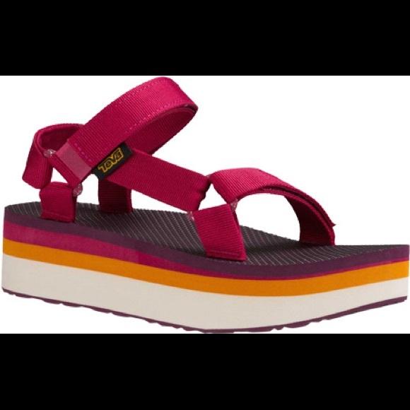e9a77f0f0cbc Women Teva Flatform Universal Retro Sandals. M 5b0a06d036b9de7a71ae188c